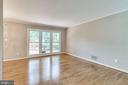 Living room with gorgeous floors - 4702 DECLARATION CT, ANNANDALE