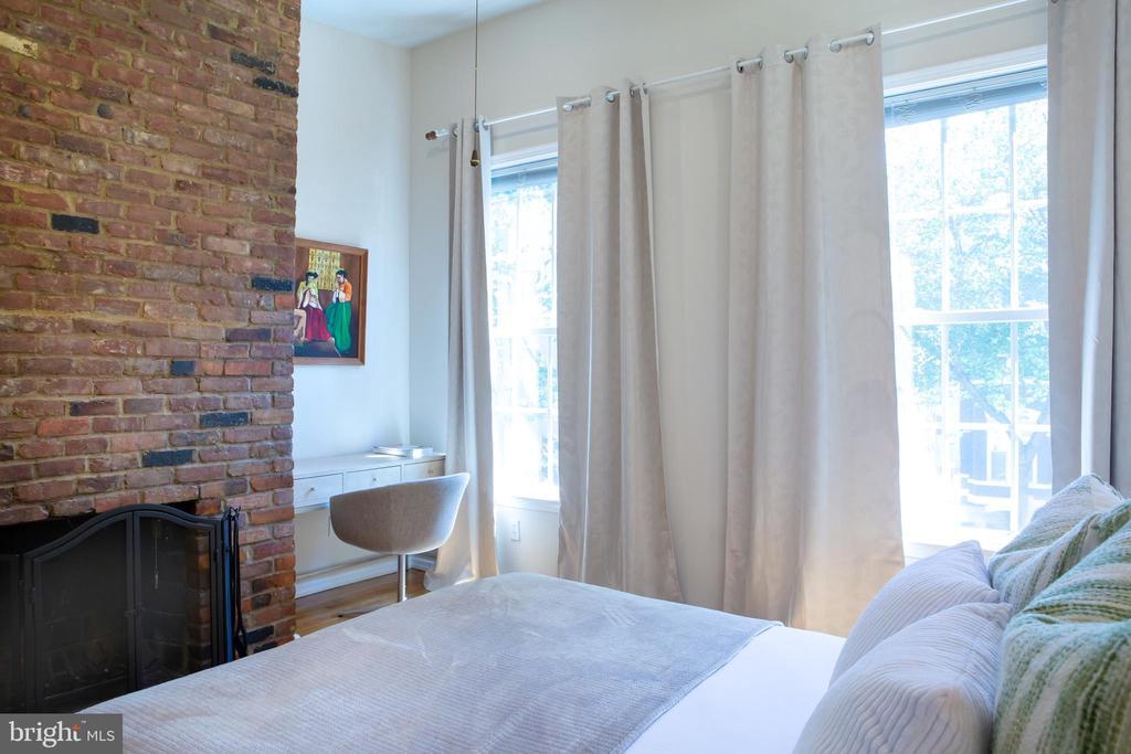 Front Bedroom Northeast - 726 6TH ST NE, WASHINGTON