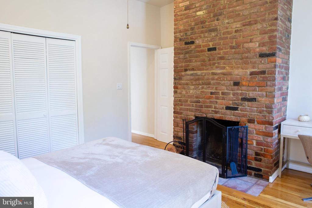 Front Bedroom Northwest - 726 6TH ST NE, WASHINGTON