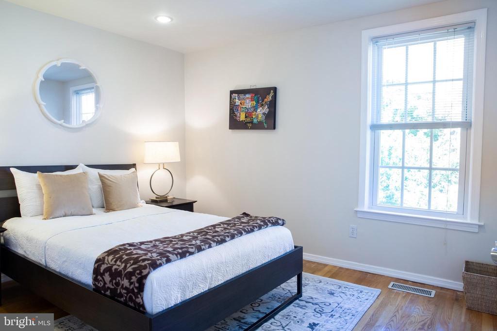 Rear Bedroom Southwest - 726 6TH ST NE, WASHINGTON