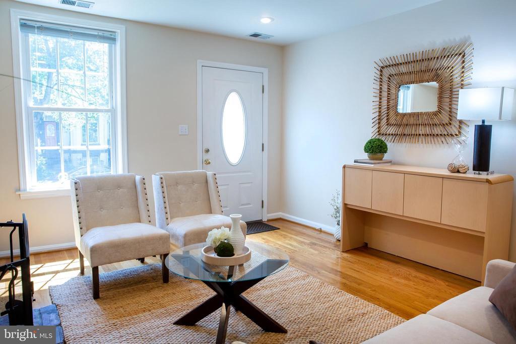 Living Room Southeast - 726 6TH ST NE, WASHINGTON