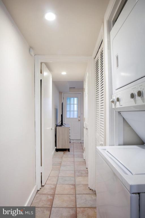 Lower Unit Hall West with Stacked Washer and Dryer - 726 6TH ST NE, WASHINGTON