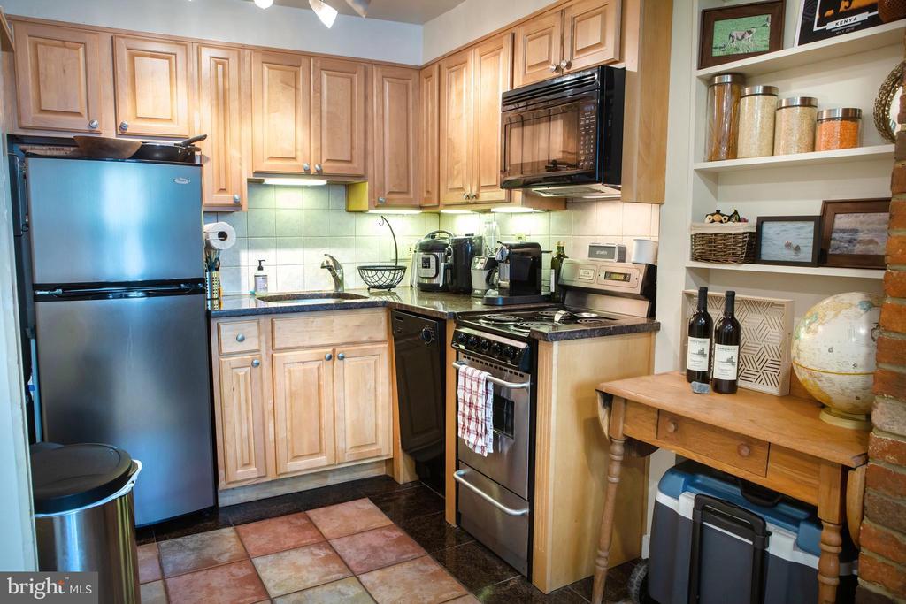 Lower Unit Kitchen Northwest - 726 6TH ST NE, WASHINGTON