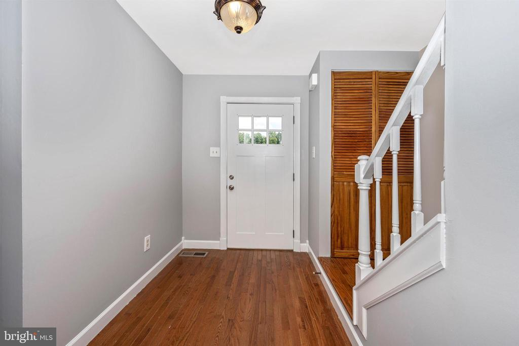 Entry Foyer with Hardwood Floors - 2818 ASHMONT TER, SILVER SPRING