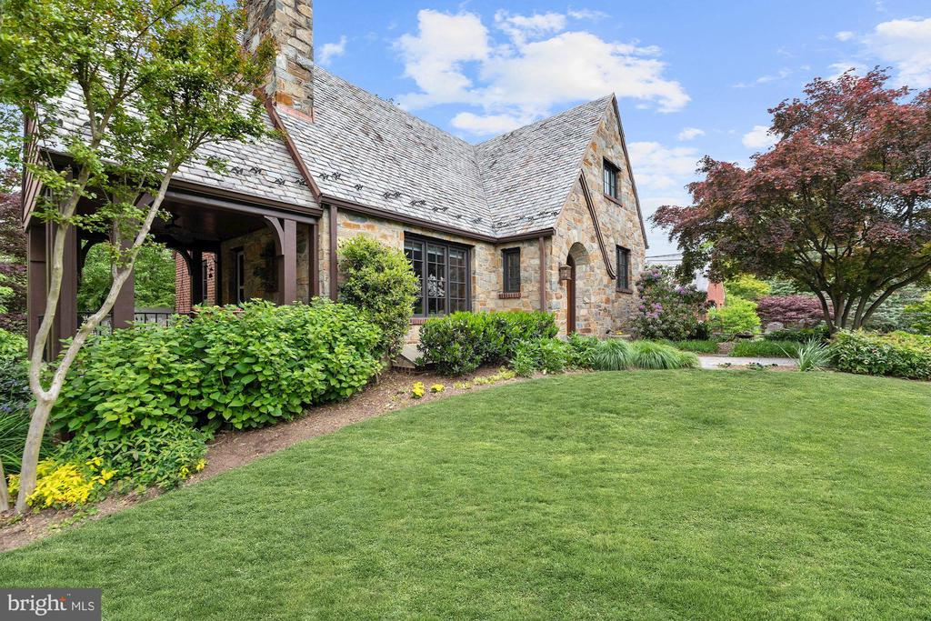 Beautiful Landscaping - 9510 THORNHILL RD, SILVER SPRING
