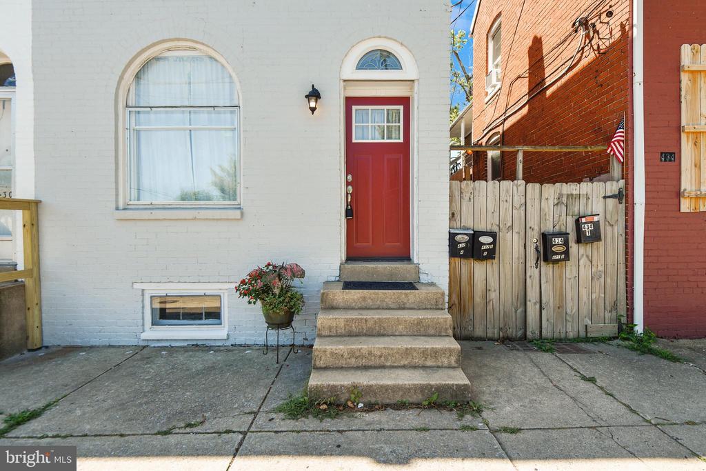 Locked gate convenience to Backyard! - 432 W SOUTH ST, FREDERICK