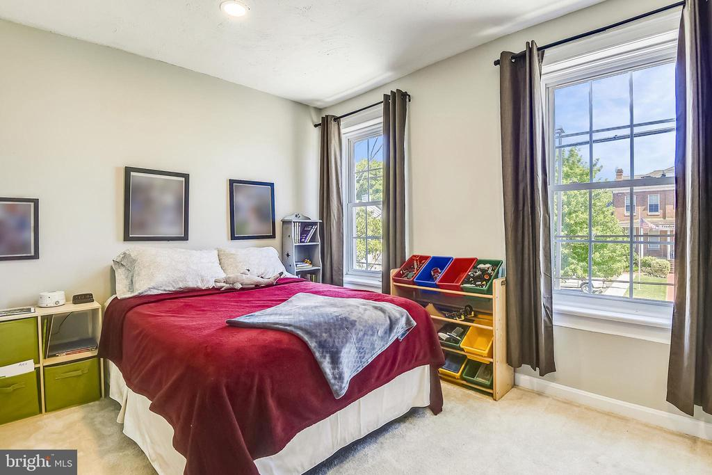 Light and Bright Front Bedroom - 432 W SOUTH ST, FREDERICK