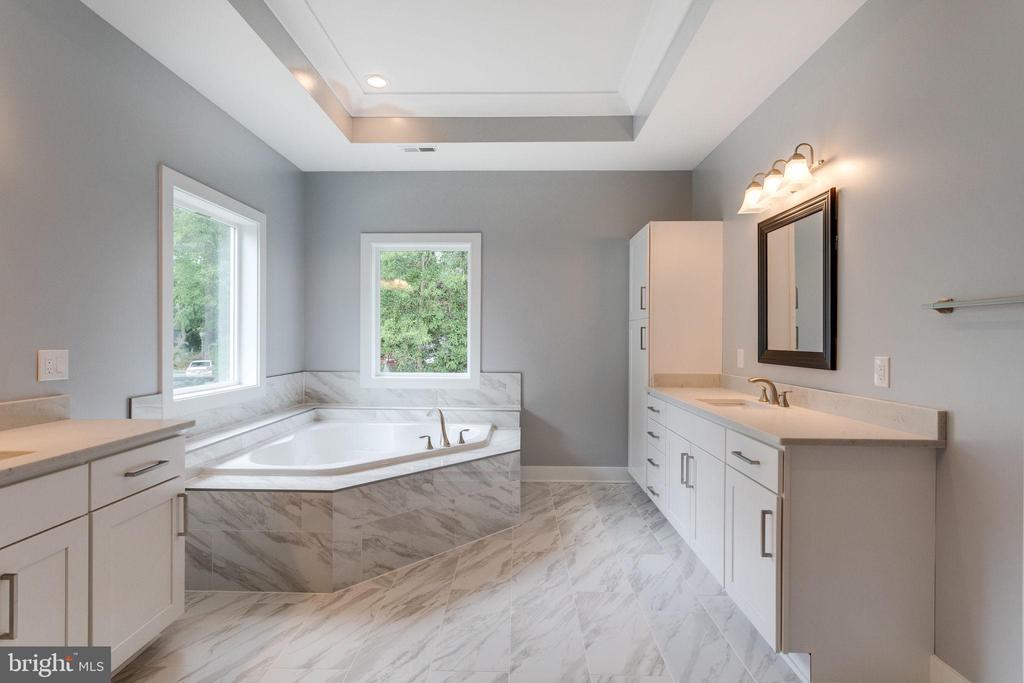 Master Bathroom w/ marble tub - 7411 NIGH RD, FALLS CHURCH
