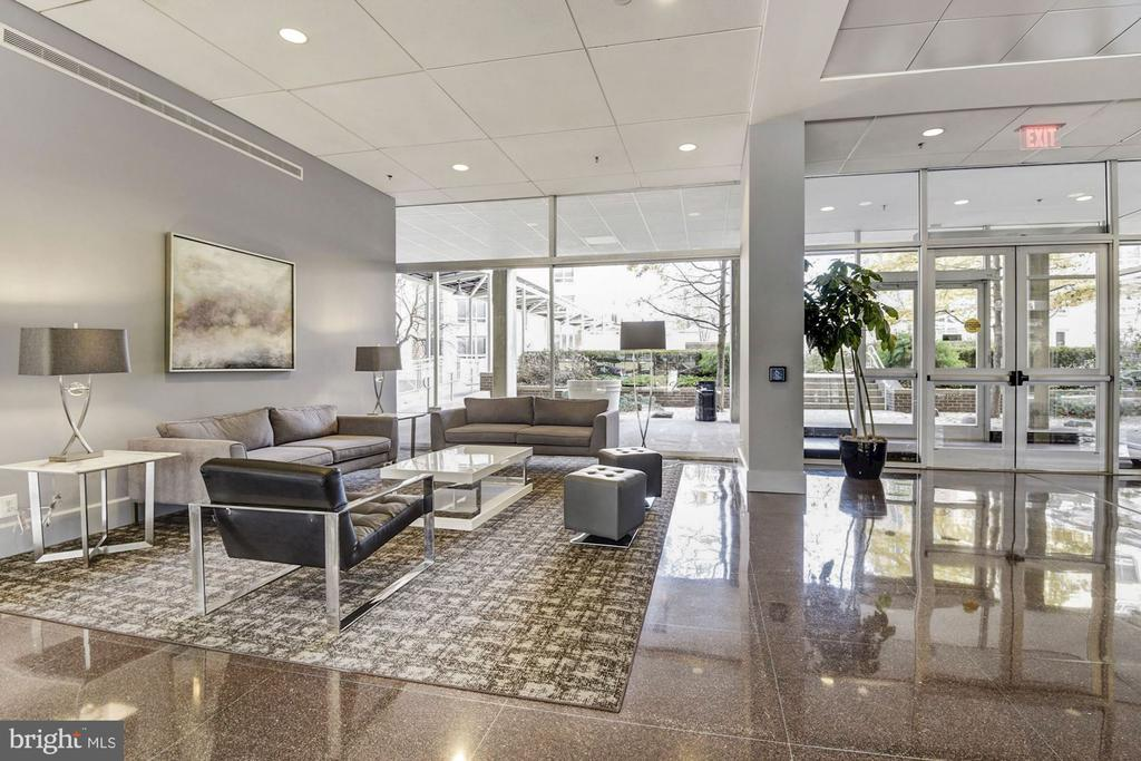 Amazing Lobby with 24 hour concierge - 800 4TH ST SW #S210, WASHINGTON