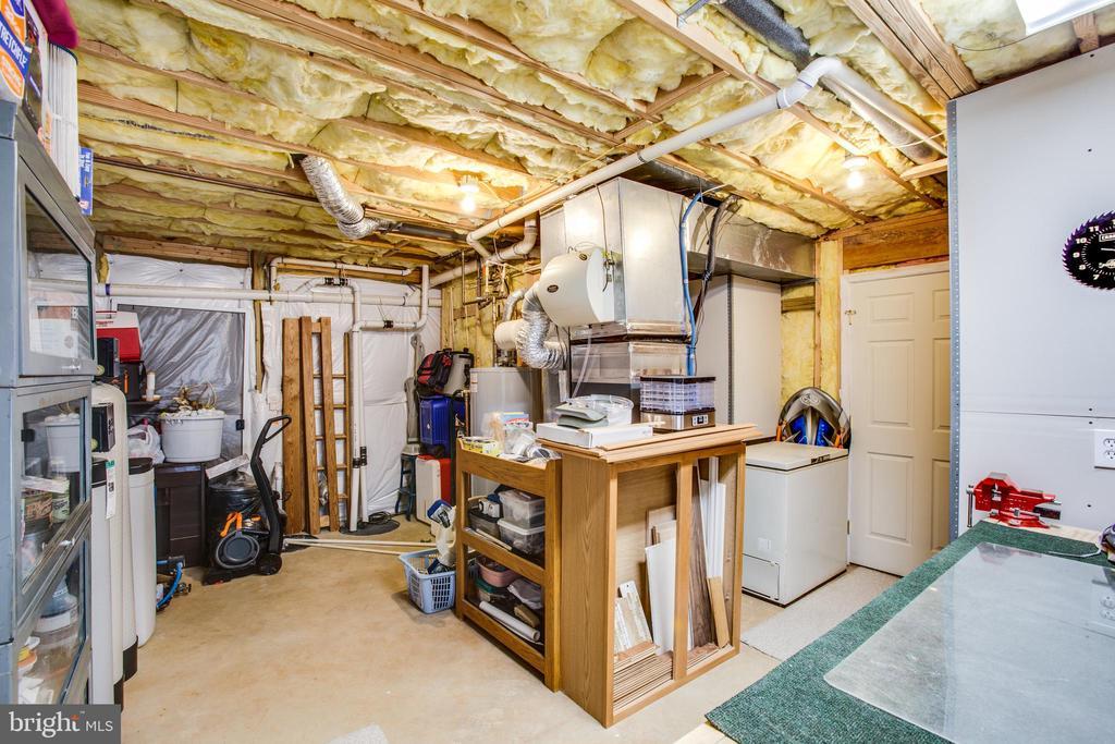 Work and utility room in basement - 9101 SNOWY EGRET CT, SPOTSYLVANIA