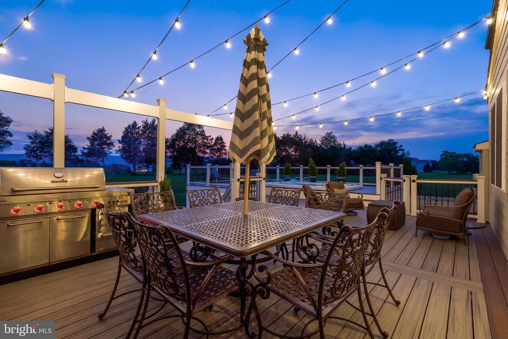Outdoor Dining - 2900 CAMPTOWN CT, HAYMARKET