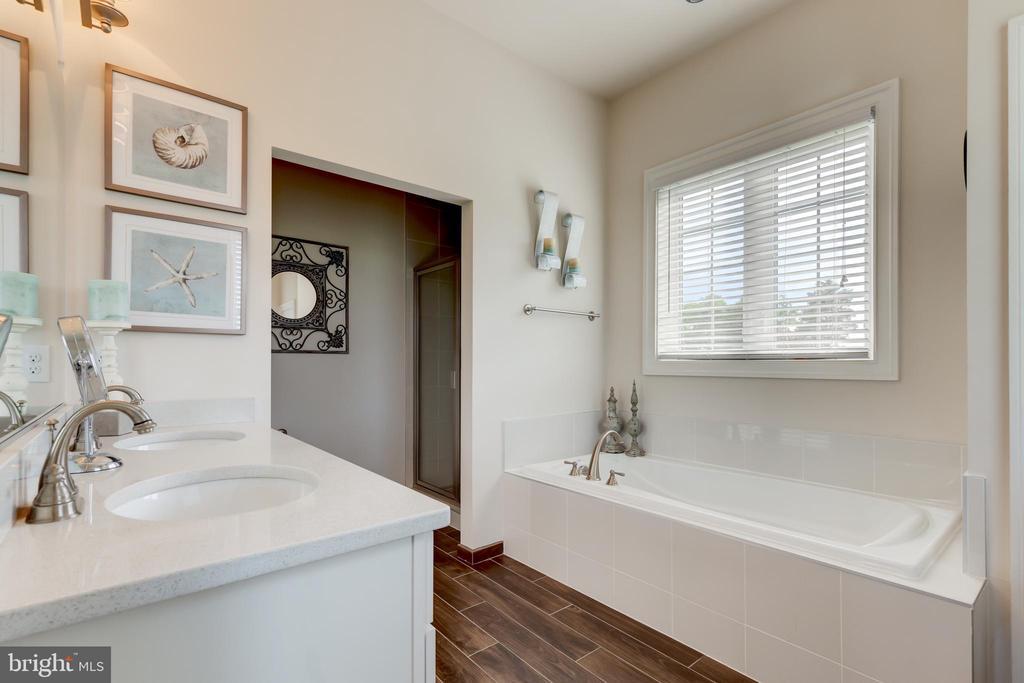 Main Level In-law Bath - 2900 CAMPTOWN CT, HAYMARKET