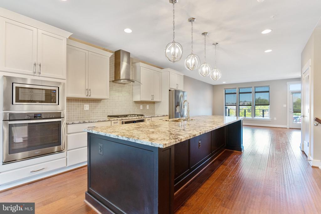 Gourmet Kitchen with Top of the Line Cabinetry - 42394 WILLOW CREEK WAY, BRAMBLETON
