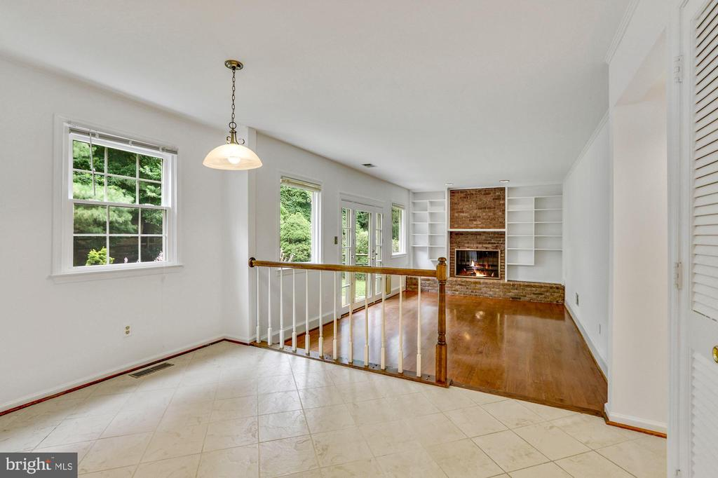 Eating area in Kitchen - 5038 DEQUINCEY DR, FAIRFAX