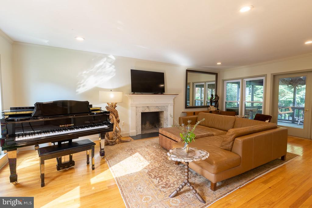 Living Room - 4025 N ABERDEEN ST, ARLINGTON