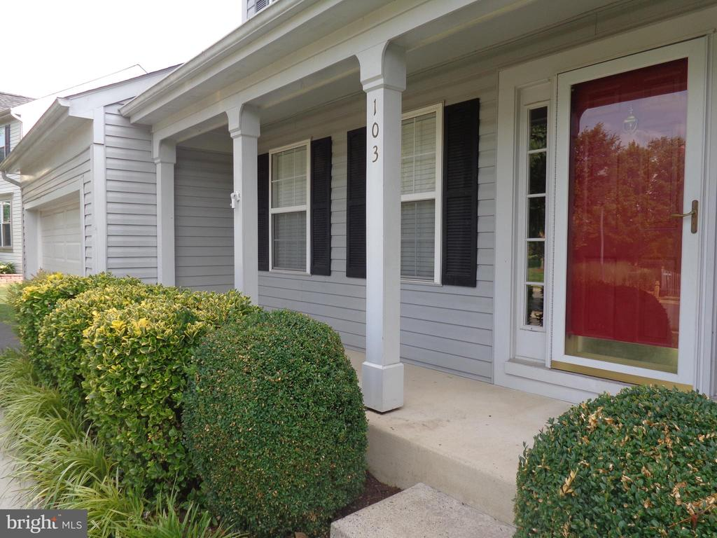 Front Porch - 103 ENGLISH CT SW, LEESBURG