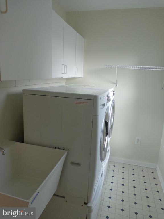 Utility Room off Kitchen - 103 ENGLISH CT SW, LEESBURG