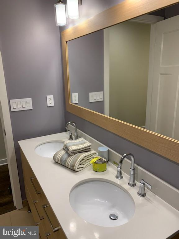 Master bath - 1610 N QUEEN ST #222, ARLINGTON