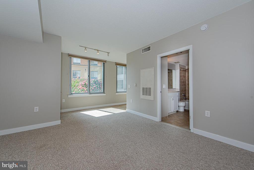 Main living area - 555 MASSACHUSETTS AVE NW #202, WASHINGTON