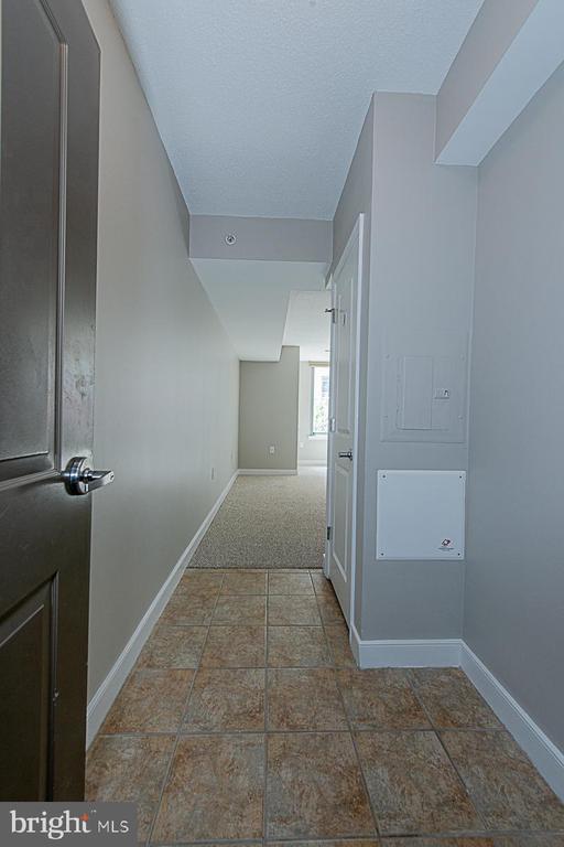 Unit # 202 Entryway with tile & coat closet - 555 MASSACHUSETTS AVE NW #202, WASHINGTON