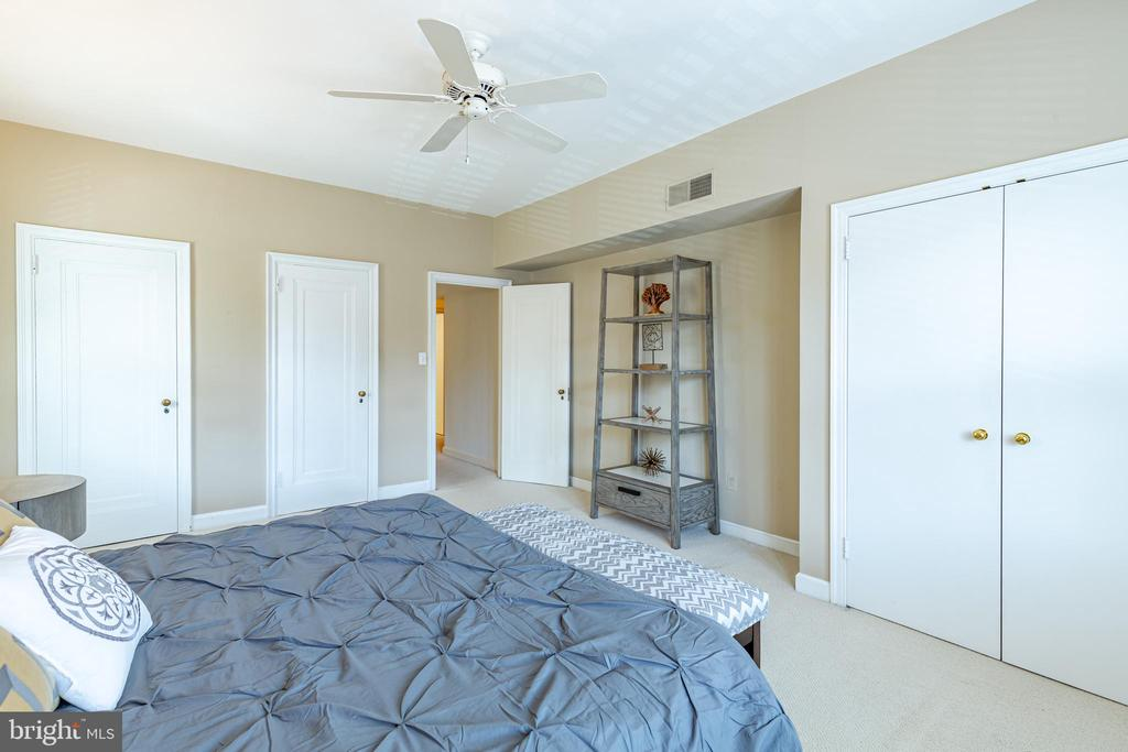 Owner's bedroom, with ample closet space - 2101 CONNECTICUT AVE NW #44, WASHINGTON