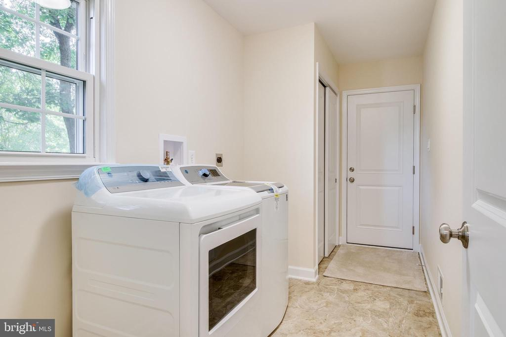 Washer and Dryer from Kit to Garage - 4915 KING SOLOMON DR, ANNANDALE