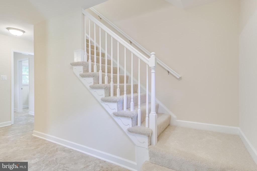 Let's Head Upstairs - 4915 KING SOLOMON DR, ANNANDALE