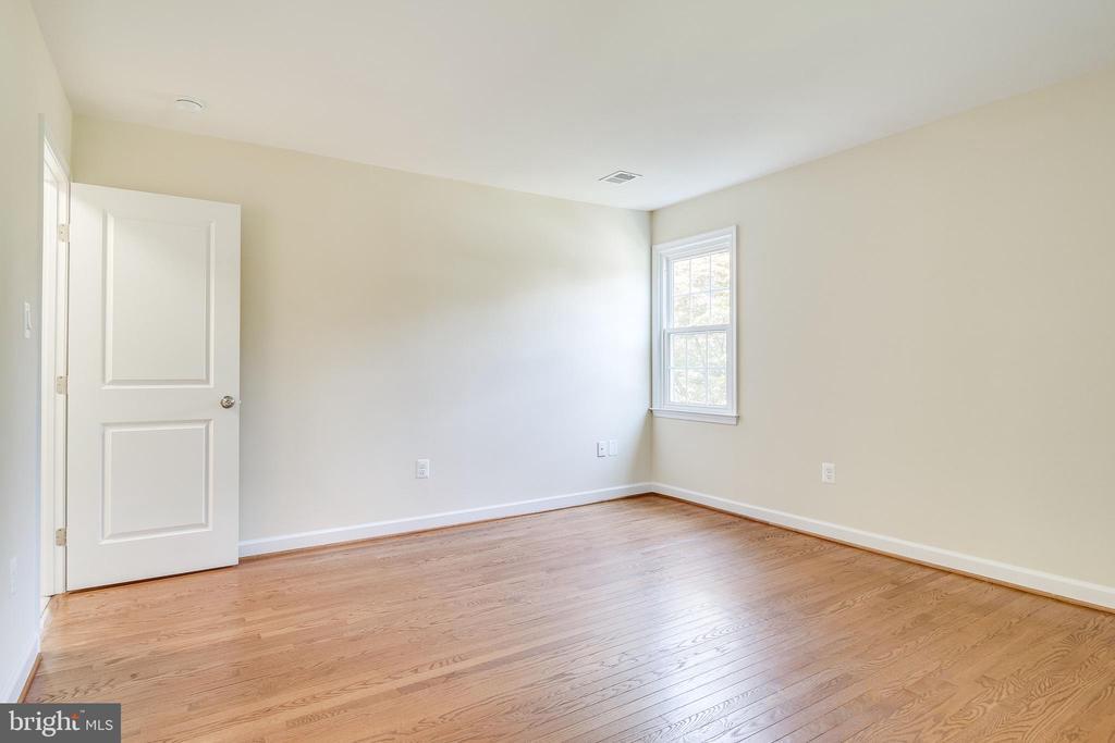 Owner Bedroom Refinished - 4915 KING SOLOMON DR, ANNANDALE