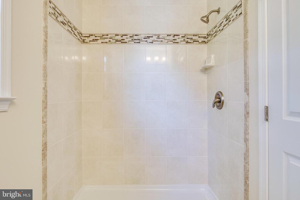 Large Shower/Custom Tile - Shower Door Due - 4915 KING SOLOMON DR, ANNANDALE