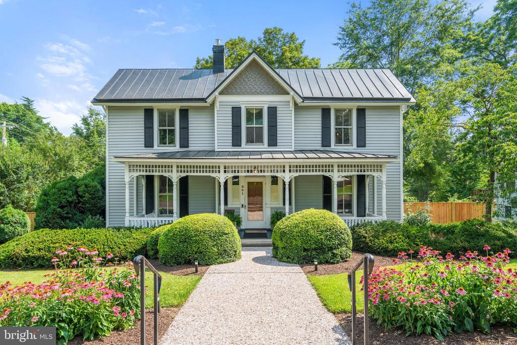 Gorgeous Colonial in the Heart of Culpeper - 301 W ASHER ST, CULPEPER