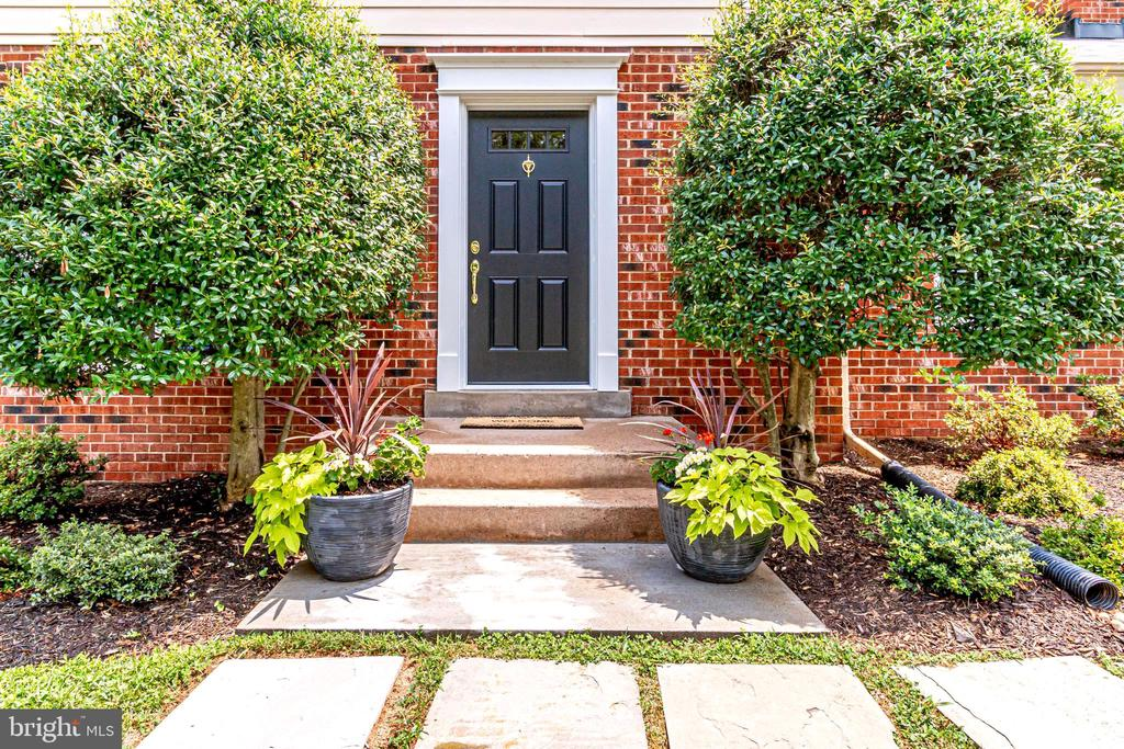 Welcome Home - 4915 KING SOLOMON DR, ANNANDALE