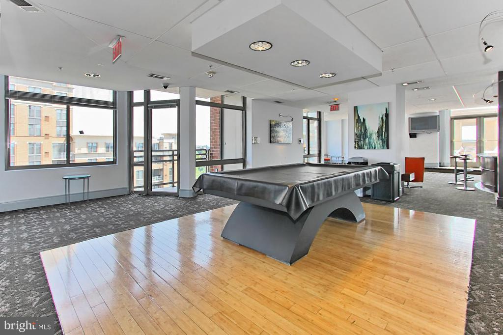 Club room for additional entertaining space - 3650 S GLEBE RD #238, ARLINGTON