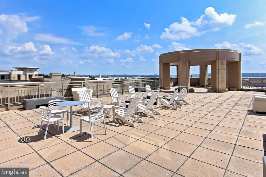 Rooftop Deck - 3650 S GLEBE RD #238, ARLINGTON