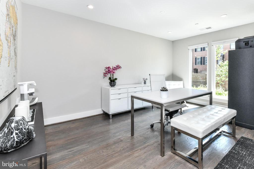 Immaculate hardwood floors - 603 SLADE CT, ALEXANDRIA