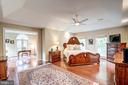Spacious master bedroom - 9318 LUDGATE DR, ALEXANDRIA