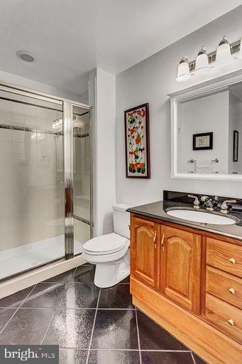 lower level full bath with Bench shower - 6420 GUARD MOUNT CT, CENTREVILLE