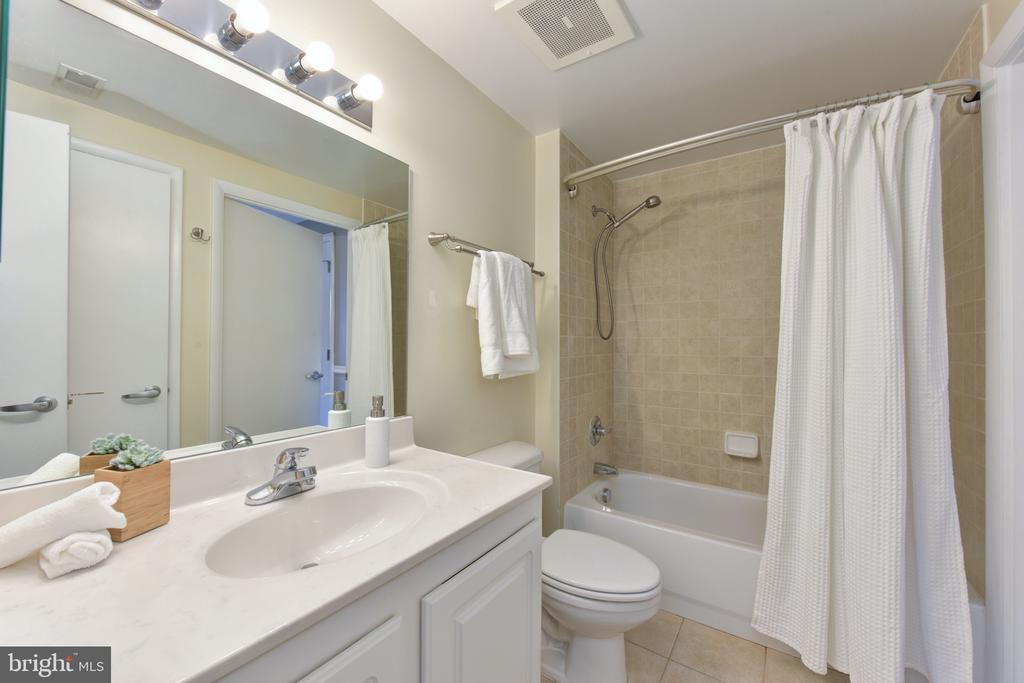 Full Bathroom - 350 G ST SW #N501, WASHINGTON