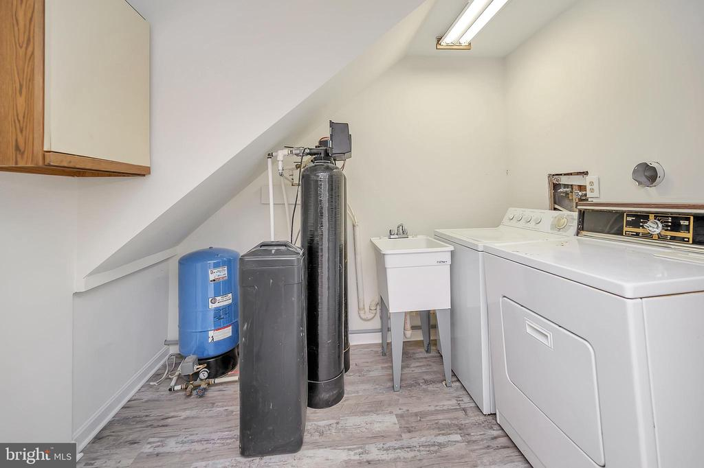 Laundry Room with utility sink - 10 RAPIDAN RD, LOCUST GROVE