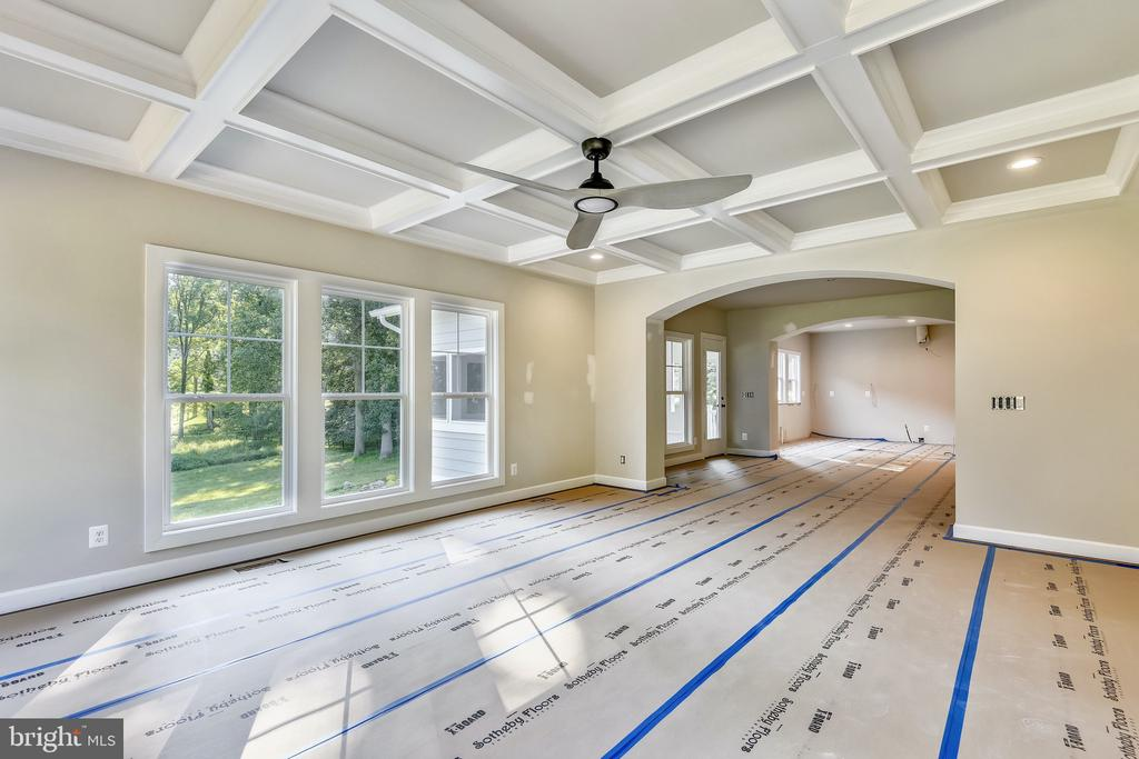 Family room with coffered ceiling and lots of ligh - 9524 LEEMAY ST, VIENNA