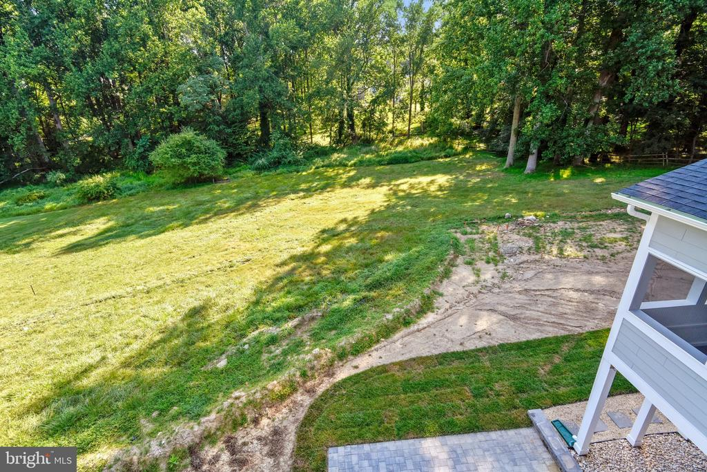 Expansive backyard leading to stream valley - 9524 LEEMAY ST, VIENNA