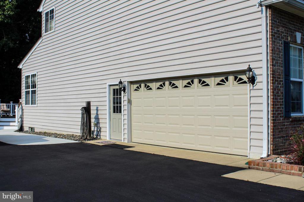side load garage - 3220 LACROSSE CT, DUNKIRK