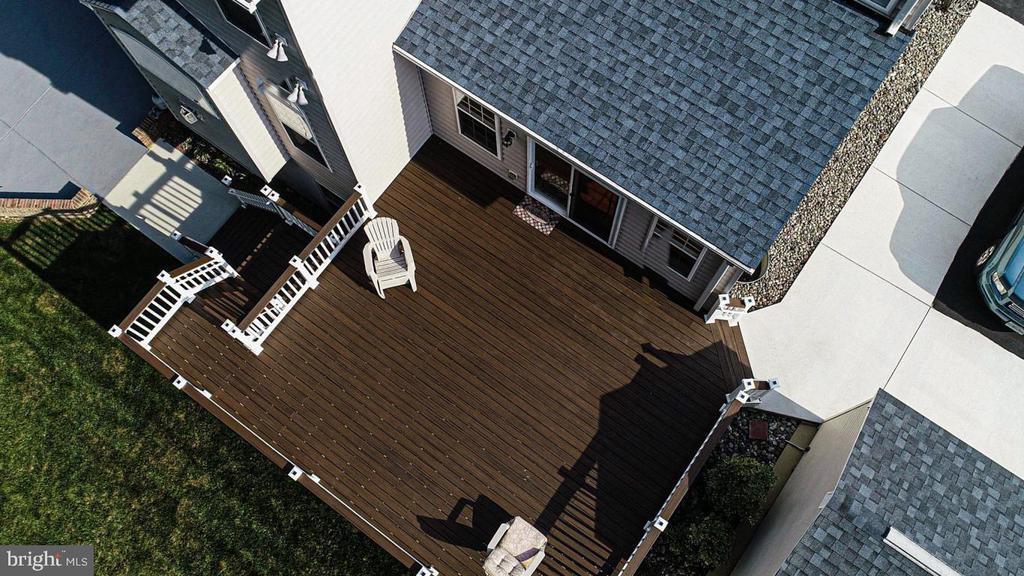 maintenance free deck - 3220 LACROSSE CT, DUNKIRK