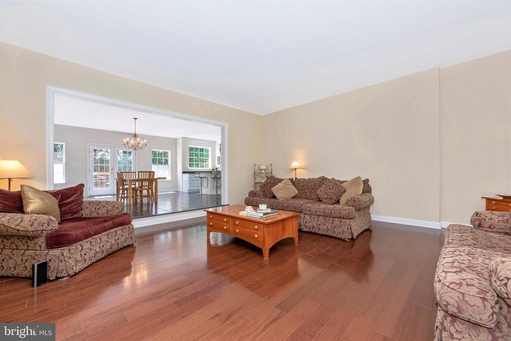 Spacious sunken family room. - 5835 RIVER OAKS CT, FREDERICK