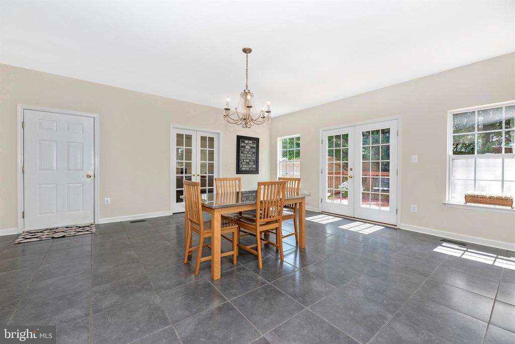 Large breakfast area off kitchen. - 5835 RIVER OAKS CT, FREDERICK
