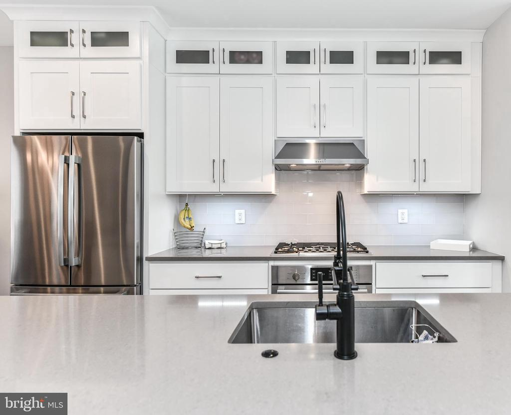Extra tall Kitchen Cabinets for storage - 603 SLADE CT, ALEXANDRIA