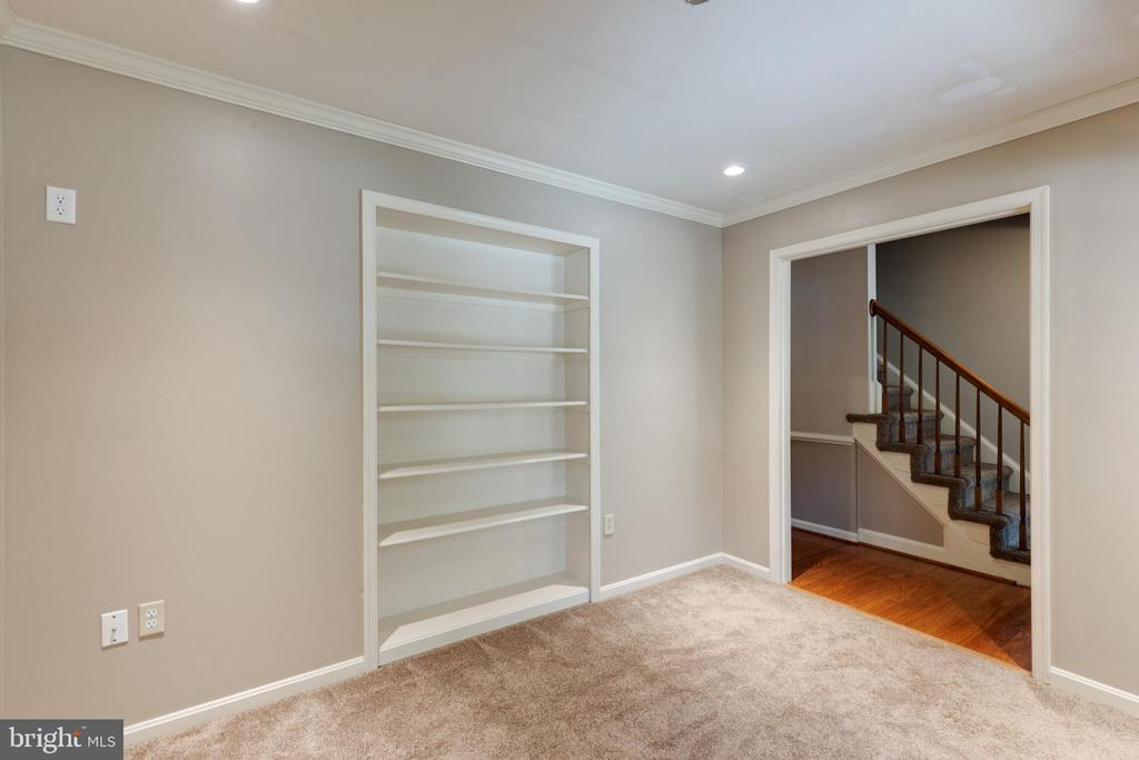 Built ins in office! - 15138 HOLLEYSIDE DR, DUMFRIES