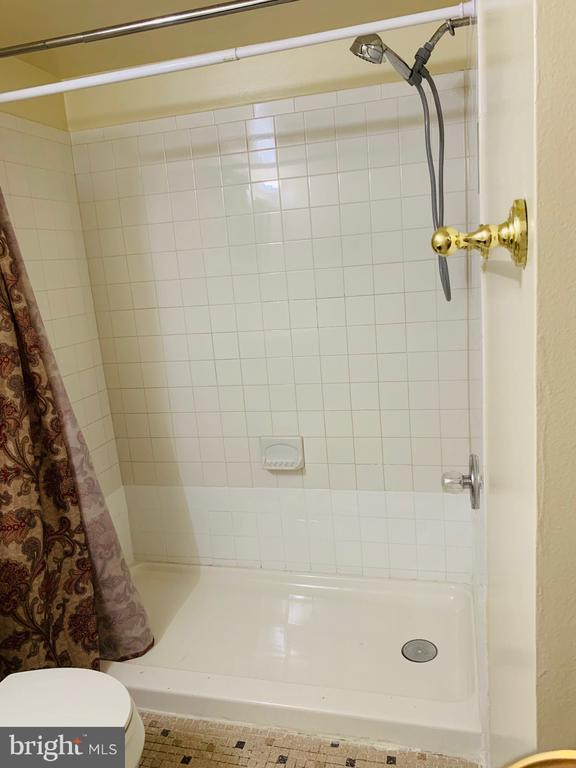 Bathroom view - 1056-A MYCROFT CT, STERLING