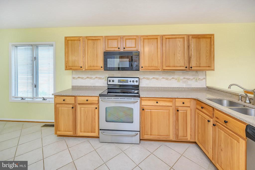 Lots of cabinet space! - 109 INDIAN HILLS RD, LOCUST GROVE