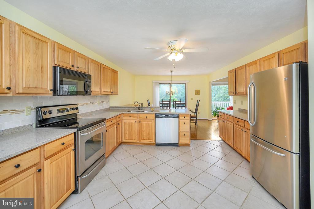 Eat in Kitchen with stainless steel appliances - 109 INDIAN HILLS RD, LOCUST GROVE