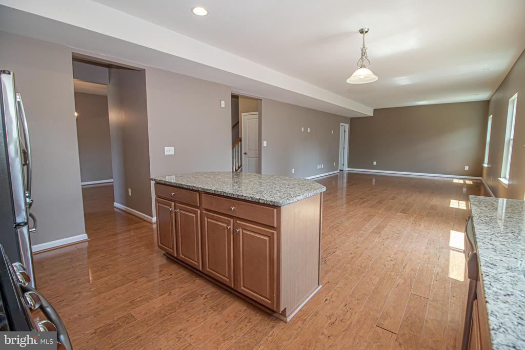 Open Floorplan to Family Room - 31 RUNYON DR, STAFFORD